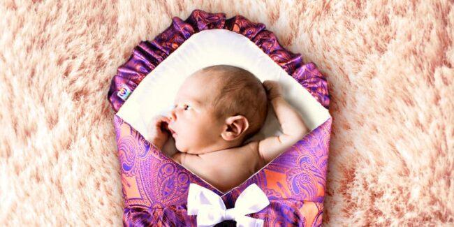 Zavinovačka s mašlemi pro miminko Kolorita Nuvo. Nádherný damašek s růžovofialovým ametystem. Příjemné na dotek, dokonalý střih a velikost. Pro novorozence a maminky.